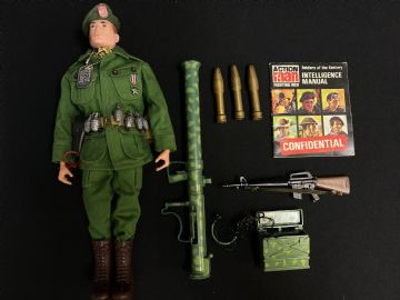 VINTAGE ACTION MAN -  SOLDIERS OF THE CENTURY - AMERICAN GREEN BERET  - COMPLETE (Ref2)